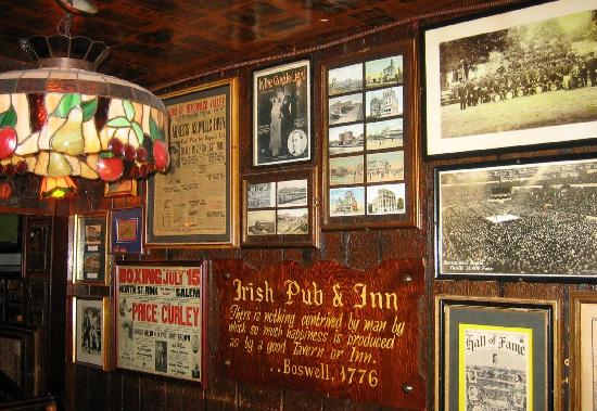 AC - inside-irish-pub